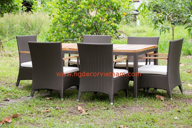 Poly rattan chair
