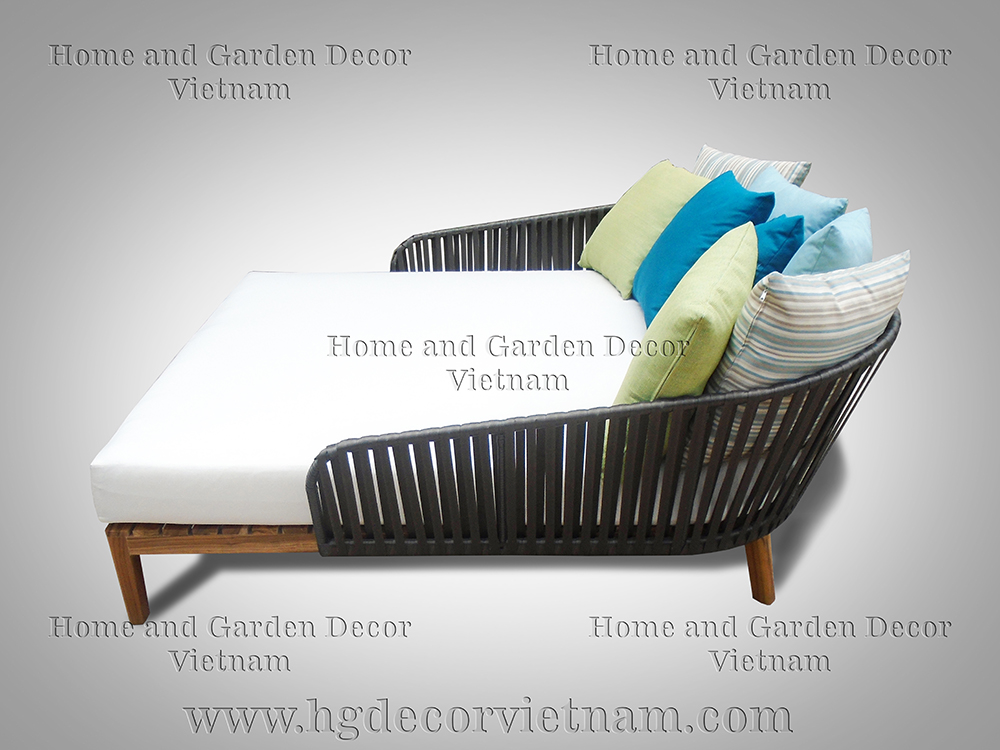 Wicker daybed with teak frame
